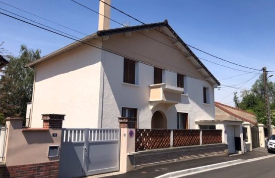 Varennes Sur Seine maison de ville 9 pièces 323 300 euros